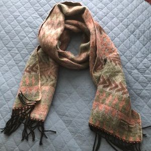 D&Y SOFTER THAN CASHEMERE GRAPHIC SCARF